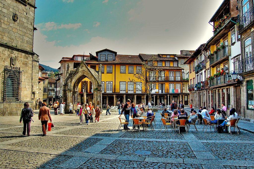 Praça da Oliveira © Feliciano Guimarães / Wikimedia Commons