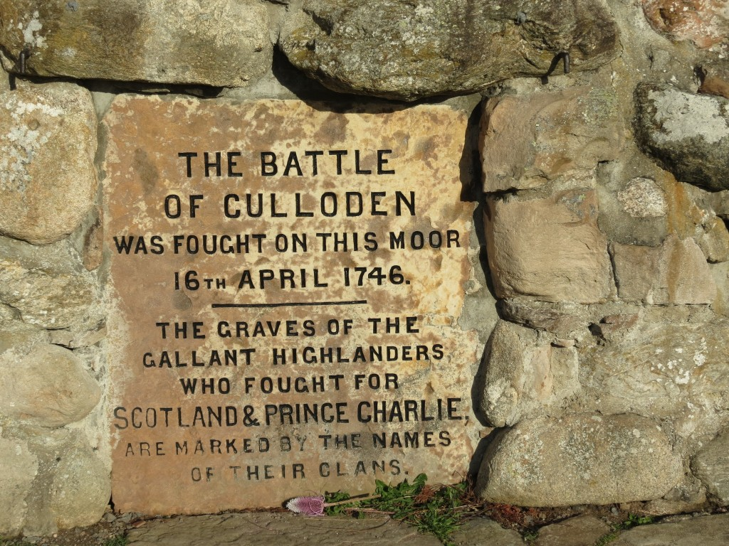 Culloden Memorial Stone | © Malcom Manners/Flickr