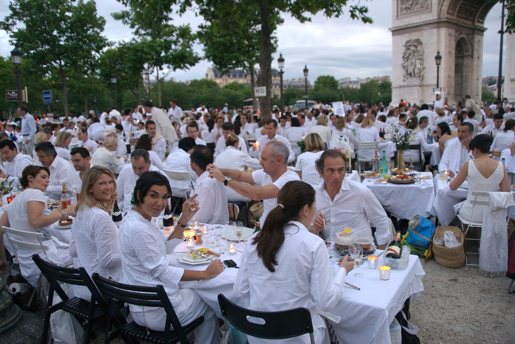 The 2007 White Dinner was held at the Arc de Triomphe | © Camille King/Flickr