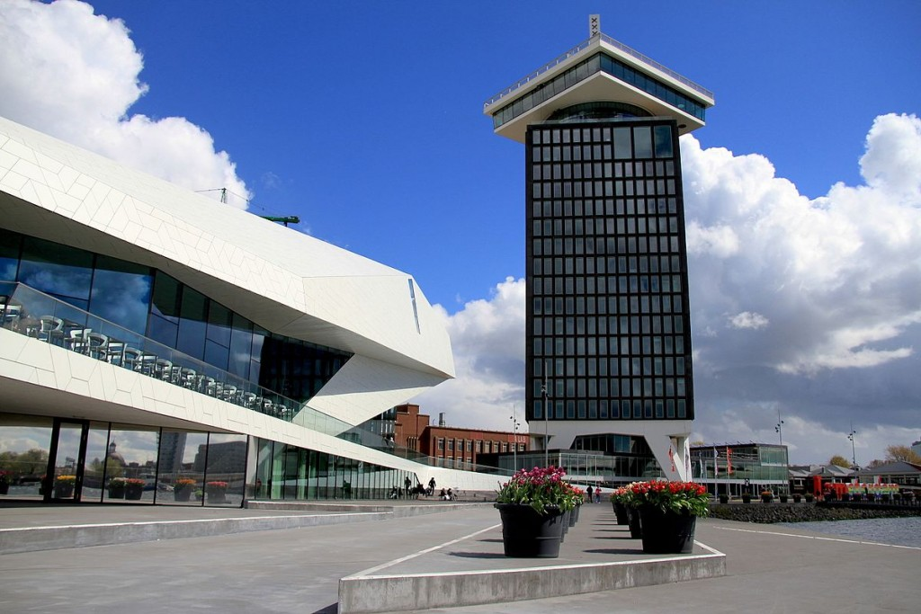 The EYE Film Institute and A'dam Toren | © Thomas van Mens / WikiCommons