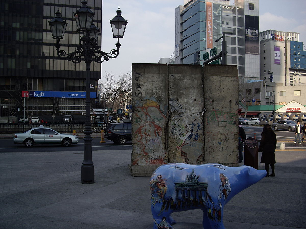 7 unusual spots to see the berlin wall across the world. Black Bedroom Furniture Sets. Home Design Ideas