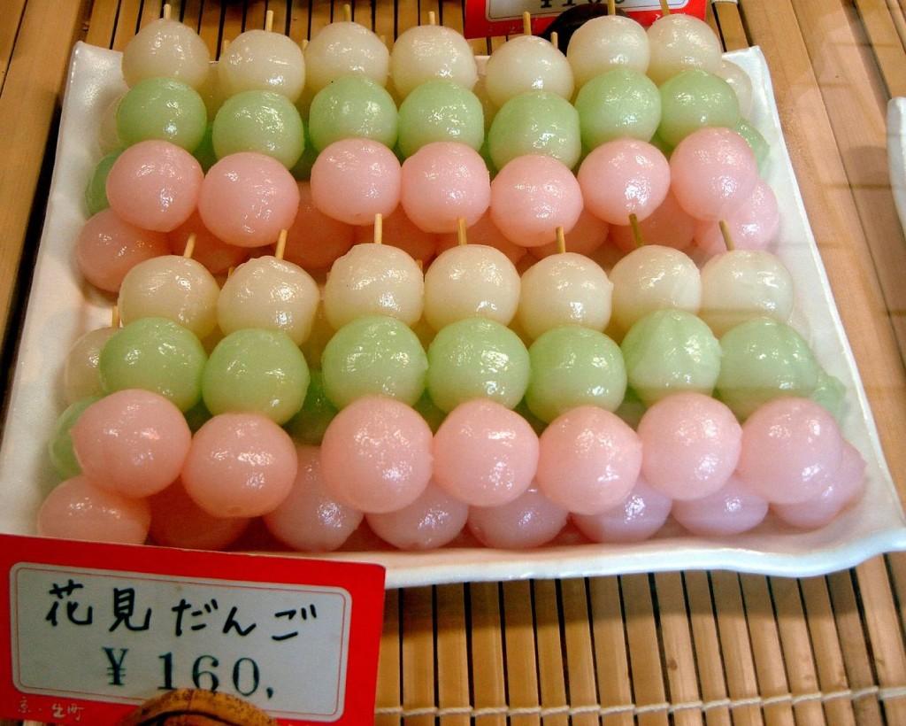 Hanami dango | © gochie/WikiCommons