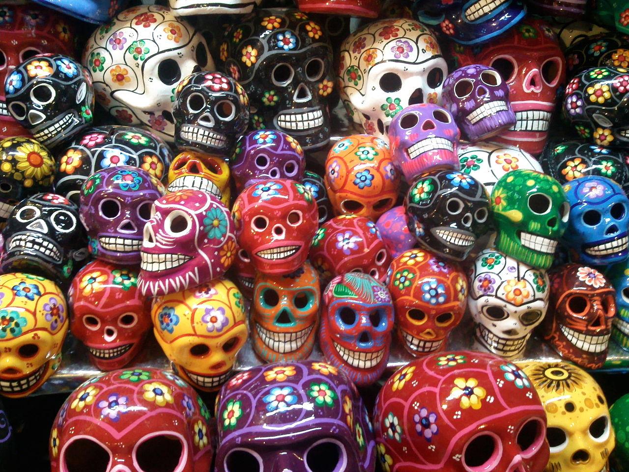 Day of the Dead skulls in the Mercado de Coyoacán | © Guillerminargp/WikiCommons