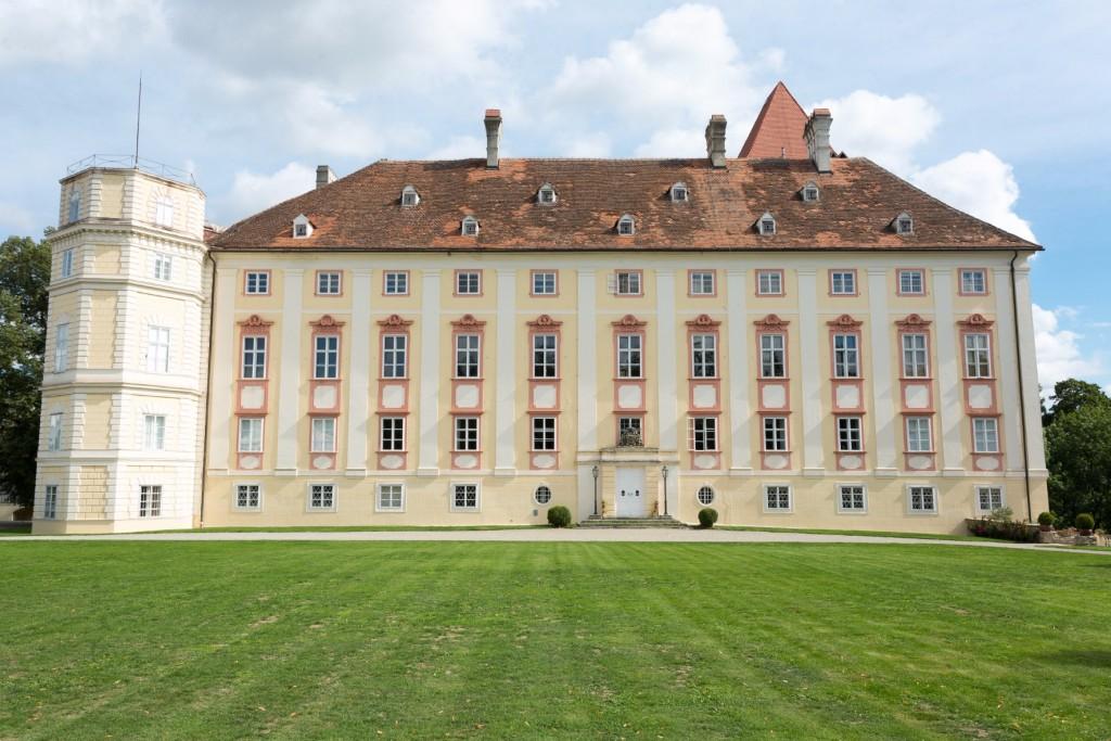 Horn Palace as seen from the garden | © KatharinaSchiffl
