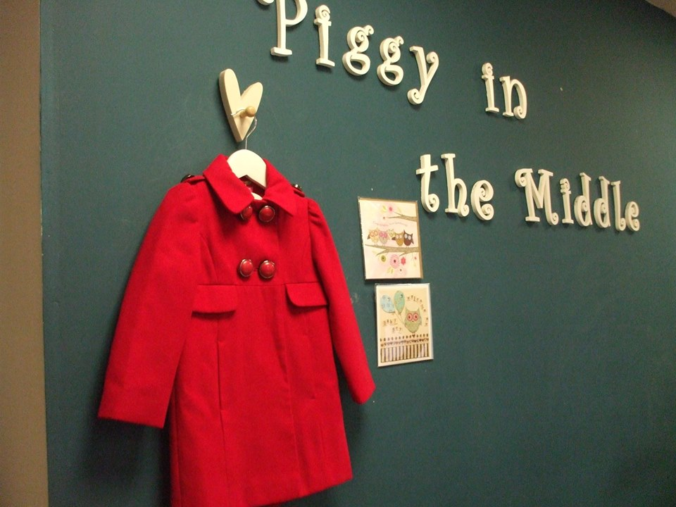 Red Coat, Piggy in the Middle | © Piggy In The Middle/Facebook