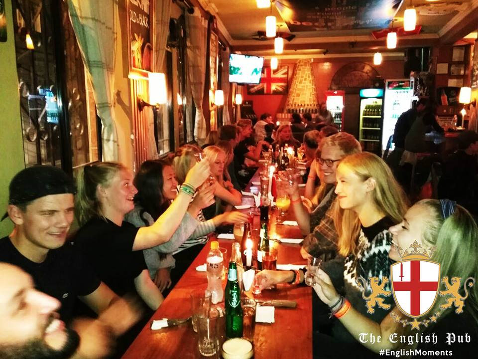 Dinner at English Pub | © English Pub/Facebook