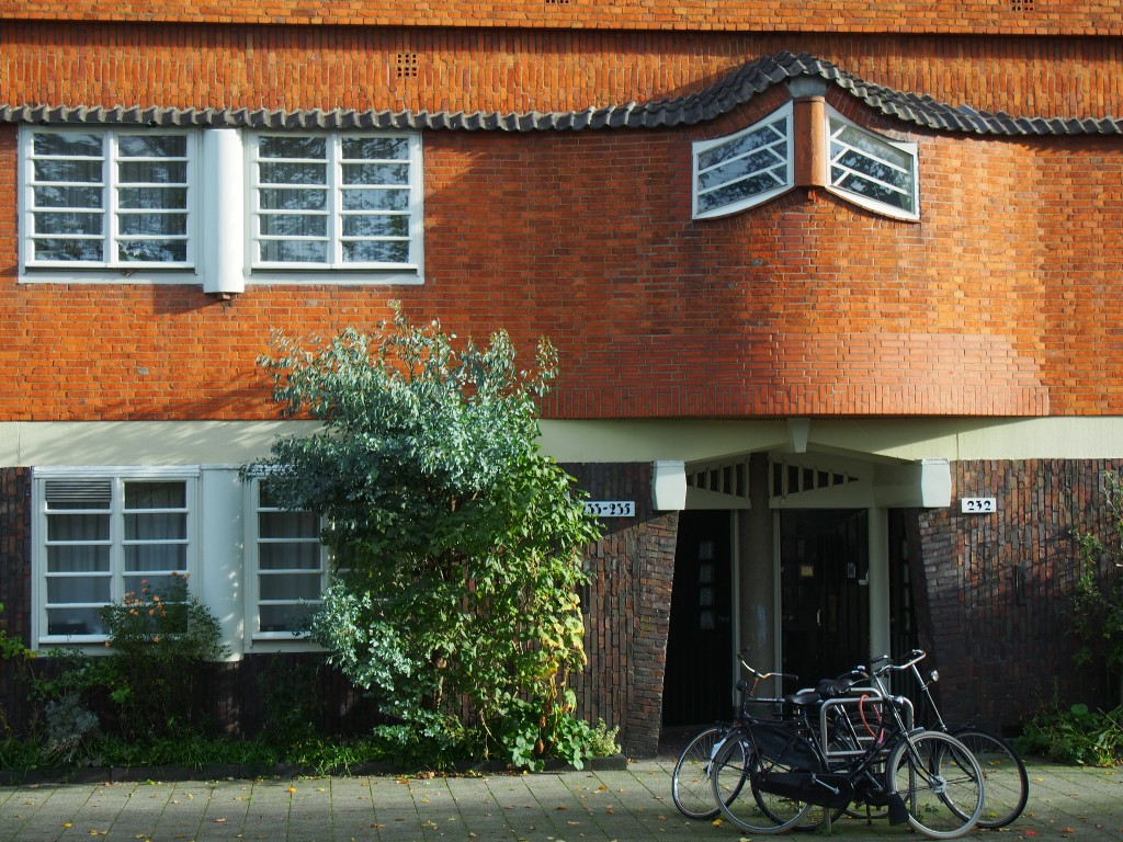 Amsterdamse School architecture is common in Westerpark | © hans.griep / Flicker