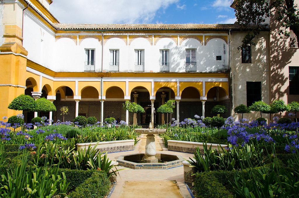 10 unmissable things to see and do in santa cruz seville - Casa santa cruz ...