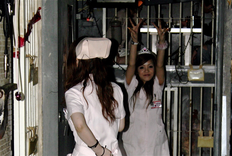 Servers dressed as nurses at Alcatraz ER | © Chalky Lives/Flickr