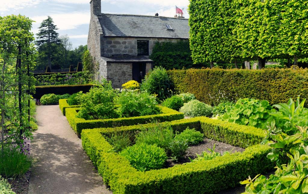 Pitmedden House and Gardens | © Stu Smith/Flickr