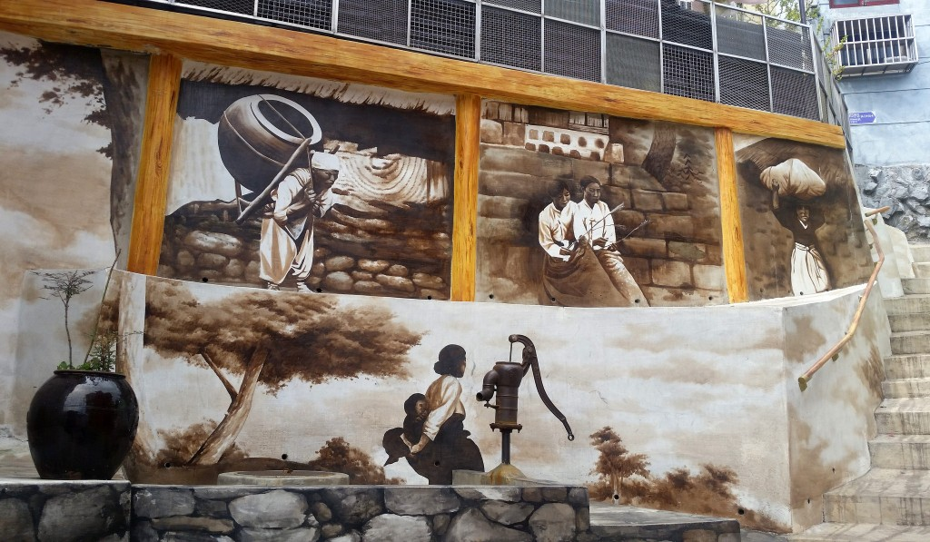 The murals of Gamcheon Culture Village tell the story of Busan and relay Korea's traditional culture | © cezzie901 / Flickr