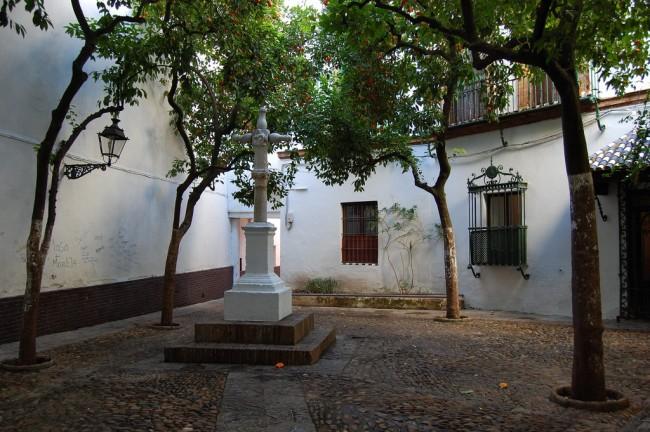 Hidden square in Santa Cruz; peribanyez, flickr