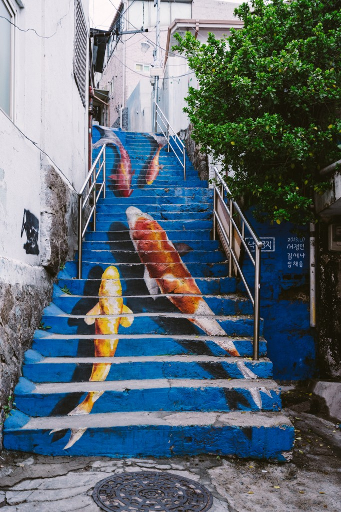 Ihwa's artworks range from paintings of flowers and fish cascading down steep stairways to giant portraits splashed across concrete underpasses | © Wei-Te Wong / Flickr