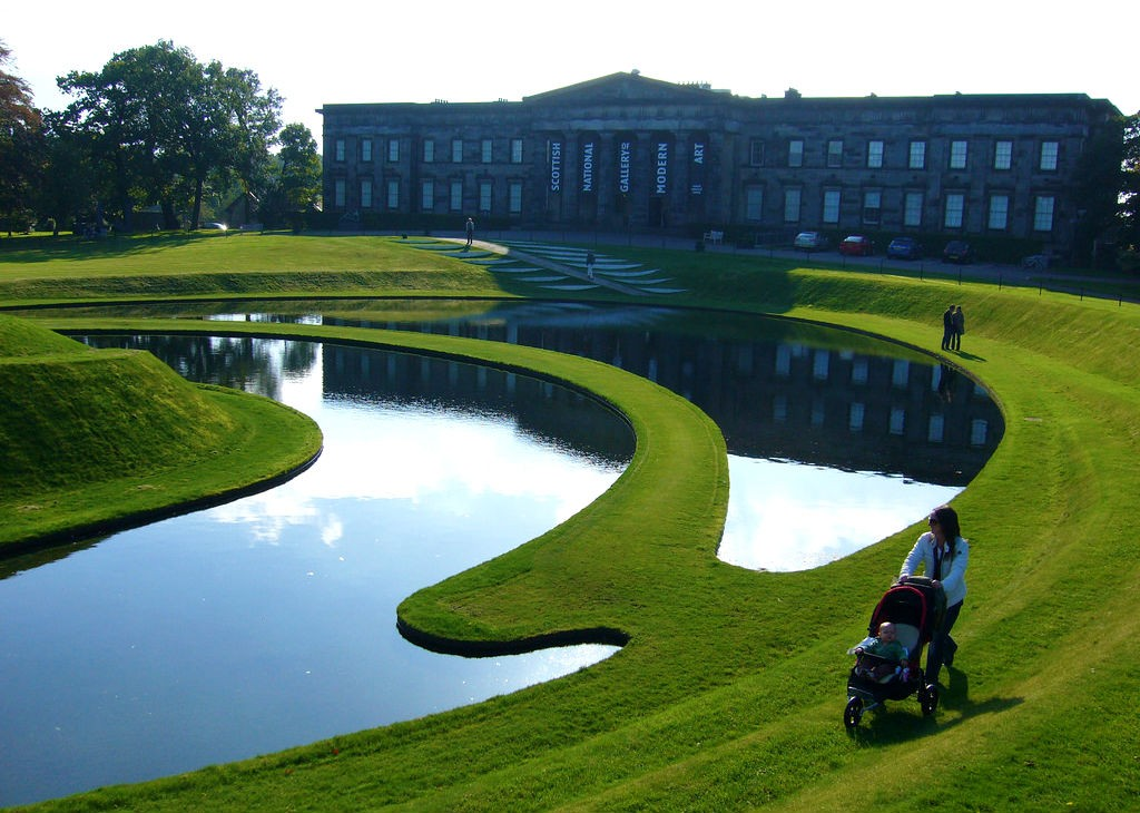 Scottish National Gallery Of Modern Art With Landform In Foreground | Caitriana Nicholson/Flickr