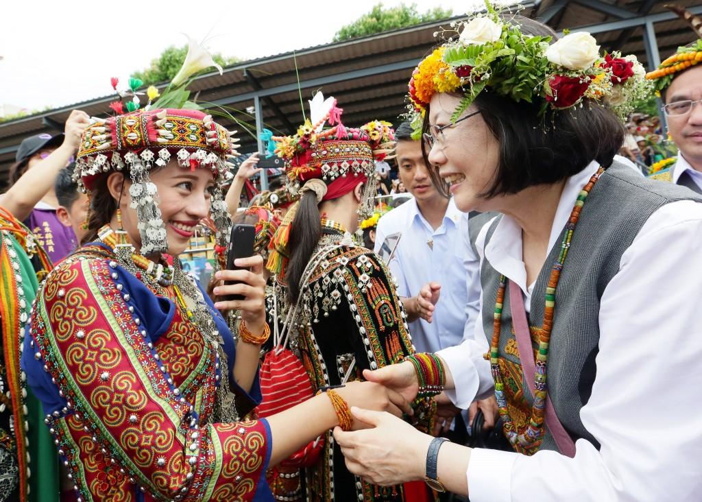 President Tsai meets members of the Rukai and Paiwan tribes   © 總統府 / Flickr