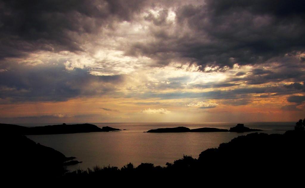 The Mediterranean island of Porquerolles at sunset | © Alpha de Centaure/flickr