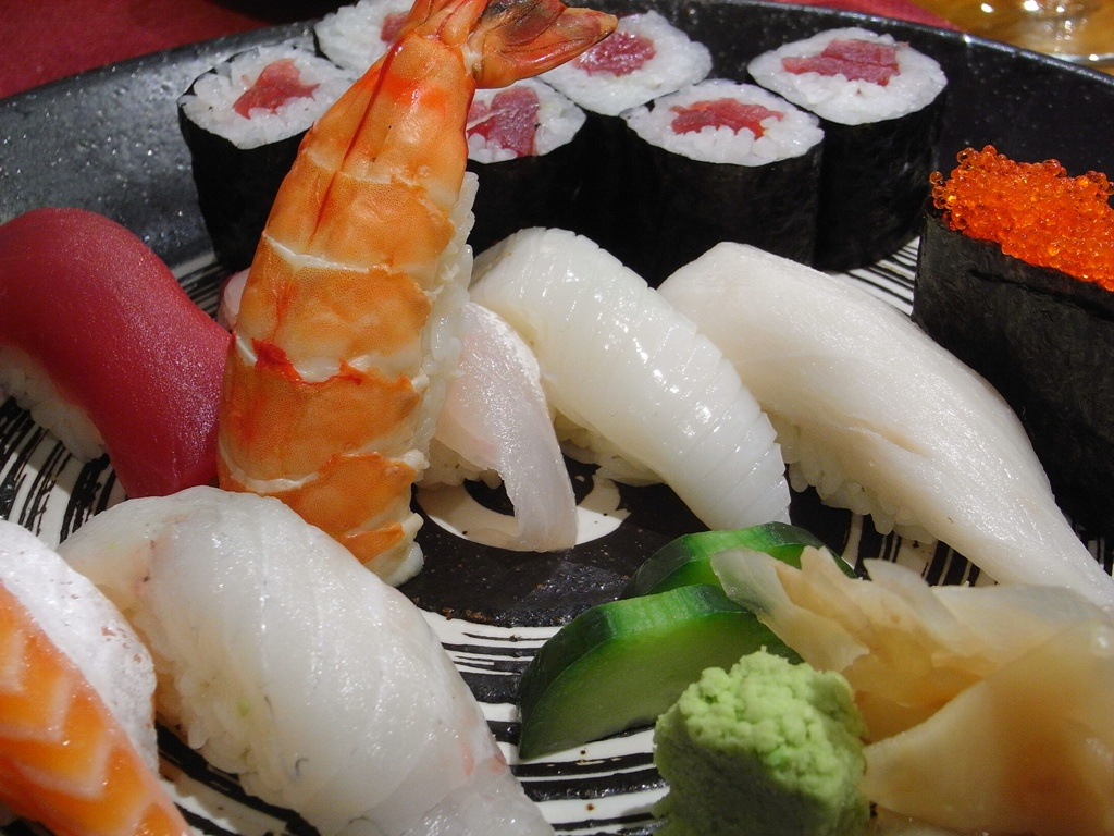 Various types of sushi |© Javier Lastras/Flickr