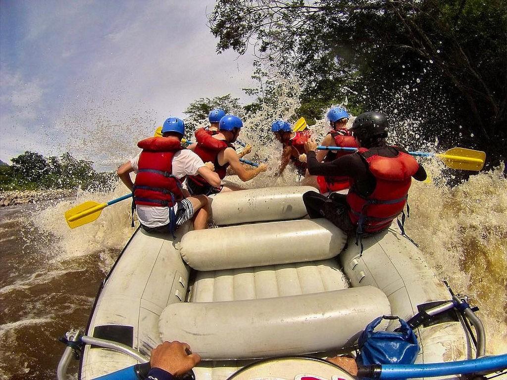 White Water Rafting in Colombia © Niek Van Son / Flickr