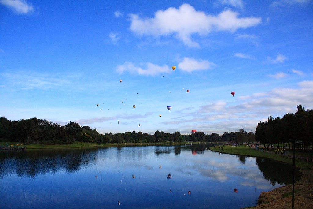 Hot Air Balloons Over Simon Bolivar Park © Diego Vanegas / Flickr