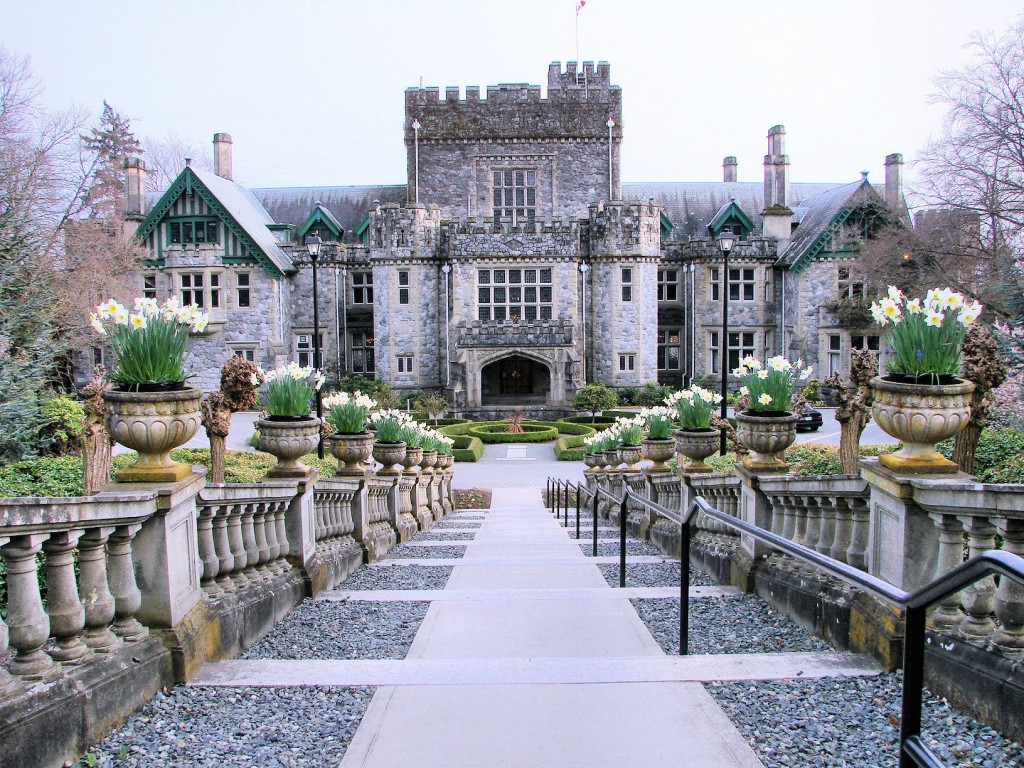 Hatley Castle at Royal Roads University | © Sheri Terris / Flickr