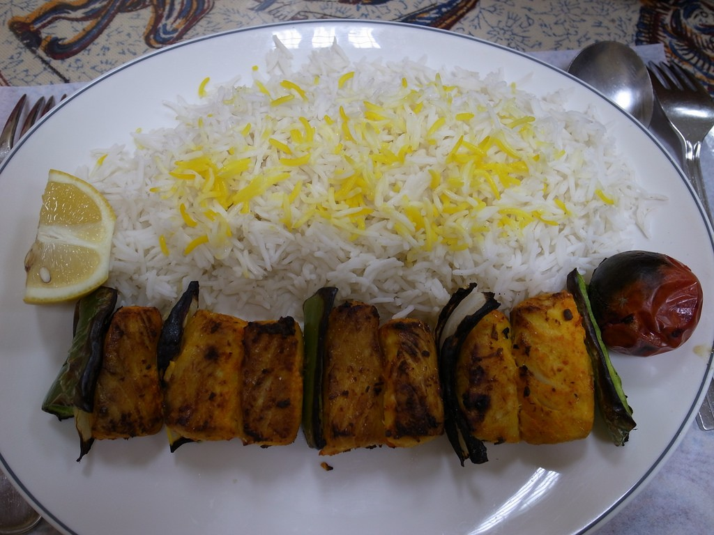 Grilled fish kabob with rice | © Pelican / Flickr