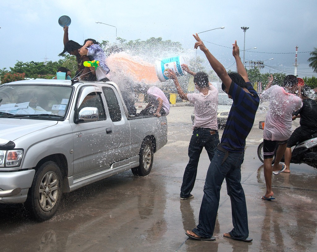 Songkran rules!|©Colin and Sarah Northway/Flickr