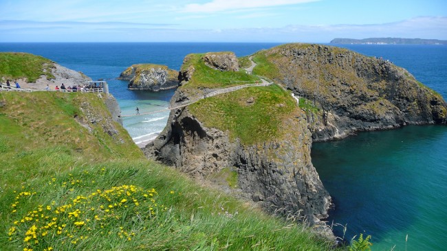 Carrick-a-Rede Rope Bridge | © Neil Thompson/ Flickr