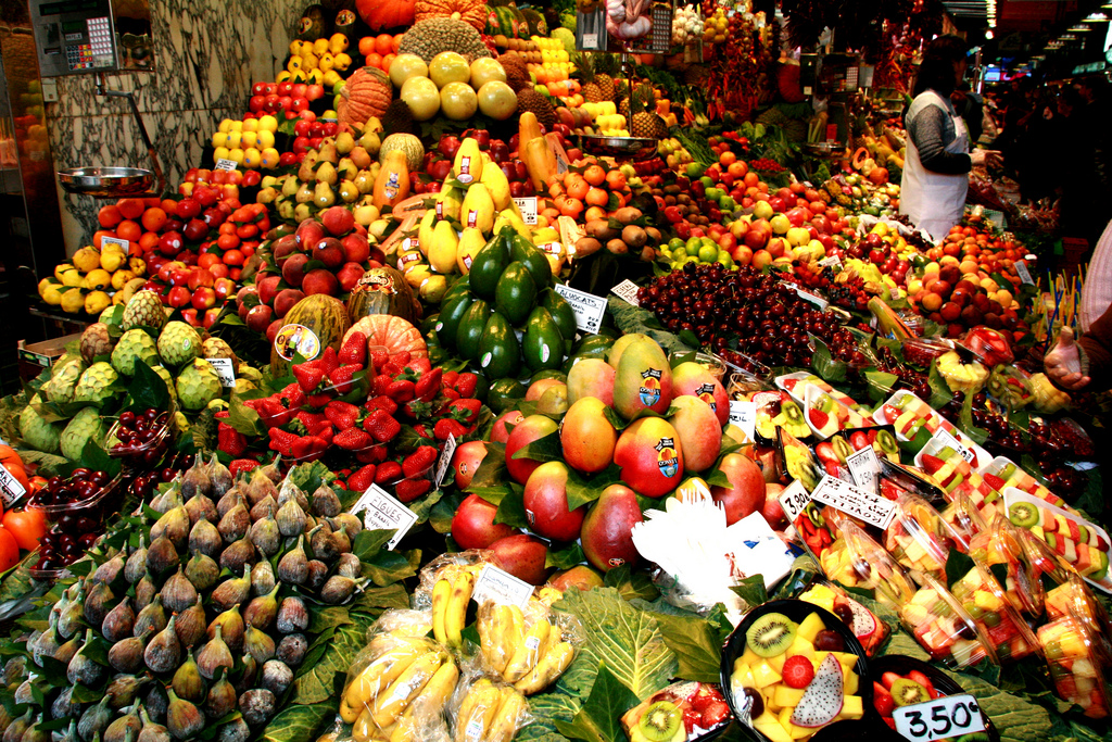 A fruit stall at the Boqueria market © Gustavo Maximo