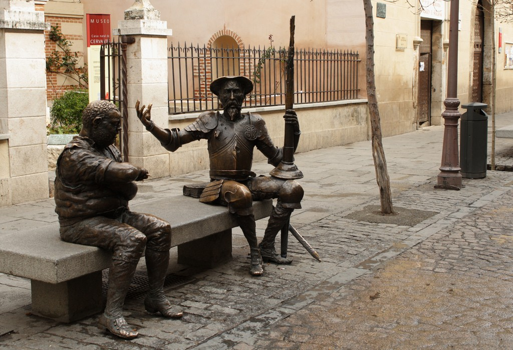 A statue of Don Quijote and Sancho outside of the Cervantes Museum | © M.Peinad/Flickr