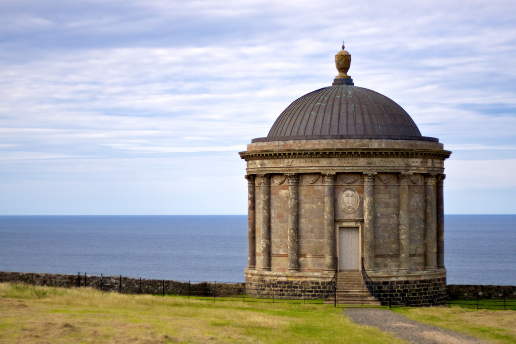 Mussenden Temple and coast | © Tony Bowden/ Flickr
