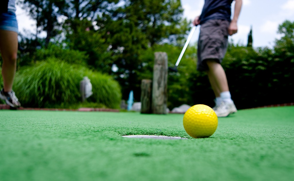 Miniature Golf | © Scott Akerman/Flickr