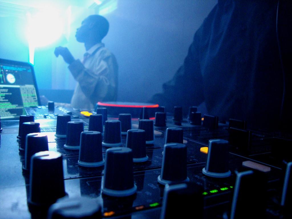 DJ Spinning Records | Victor Camilo/Flickr