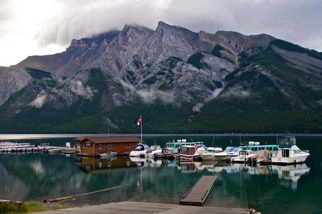 Lake Minnewanka Harbour | © Don DeBold / Flickr