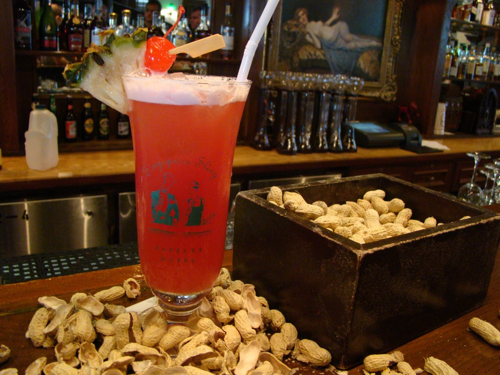 Singapore Sling from The Long Bar at Raffles Hotel | © VasenkaPhotography/Flickr