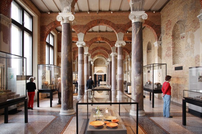 Explore ancient Egypt at the The Neues Museum, designed by David Chipperfield| © Frank van Leersum/Flickr