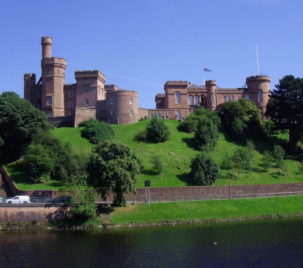 Inverness Castle from Ness Bridge | © Dave Conner/Flickr