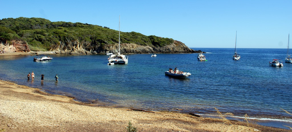 One of the many beautiful bays in Porquerolles | © Olivier Duquesne/flickr