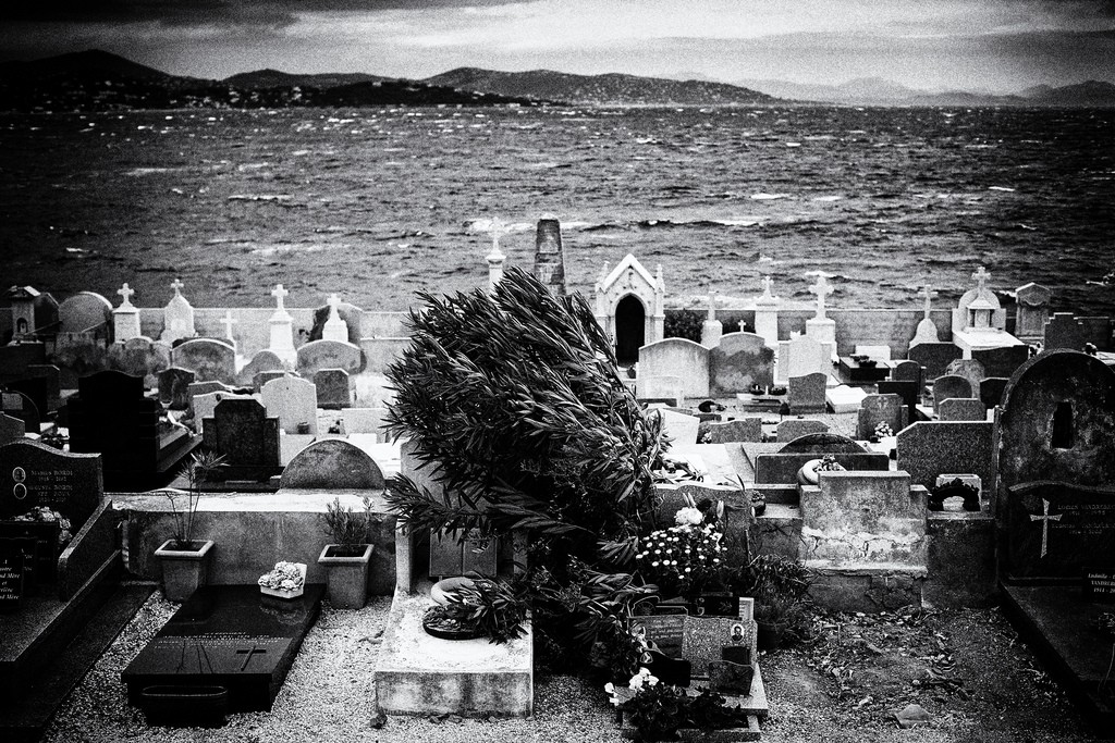 The cemetery at St Tropez sits right on the coast | © Gential Lambert/Flickr