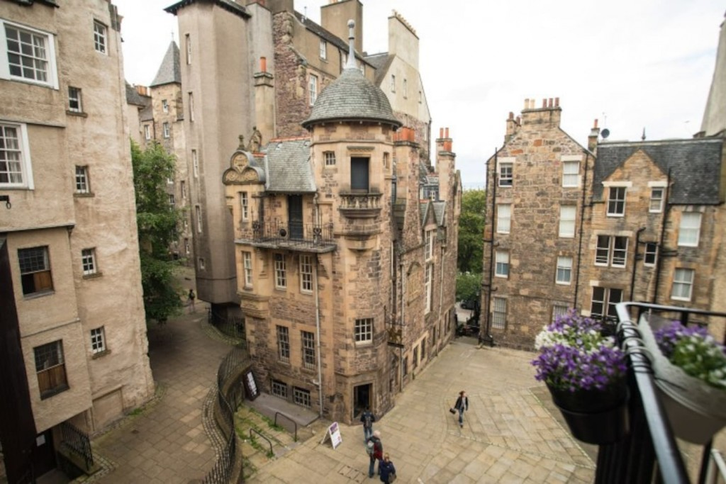 Edinburgh's 10 Coolest Airbnb Apartments