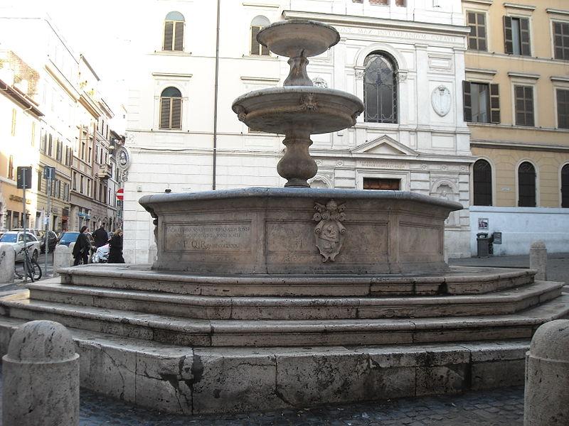 La fontana di piazza della Madonna dei Monti | © Galzu