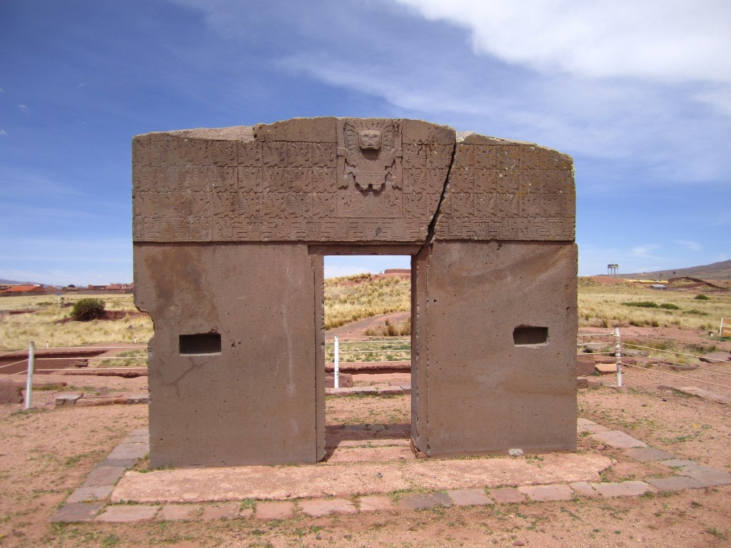 Sun Gate at Tiwanaku | © AHLN/Flickr