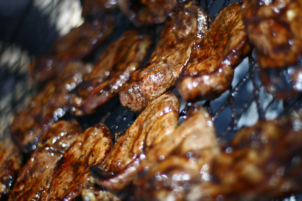 Braai meat on the grill © Warren Rohner/Flickr