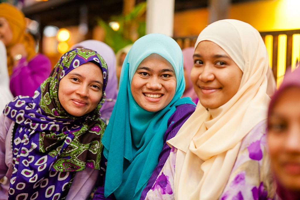 Malay Women Normally Wear A Hijaab Or Headscarf C Azlan DuPree Flickr