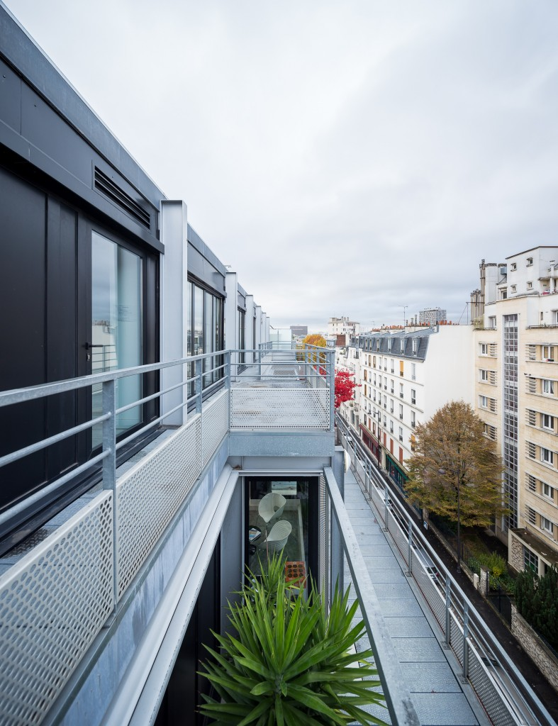Balcony at Jean-Paul Viguier et Associés, Architecture et Urbanisme │© Marc Goodwin and Mathieu Fiol, Archmospheres
