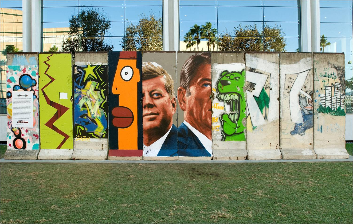 Awesome Ten Fragments Of The Original Berlin Wall Located On The Wilshire Bulevard,  LA | © Part 31