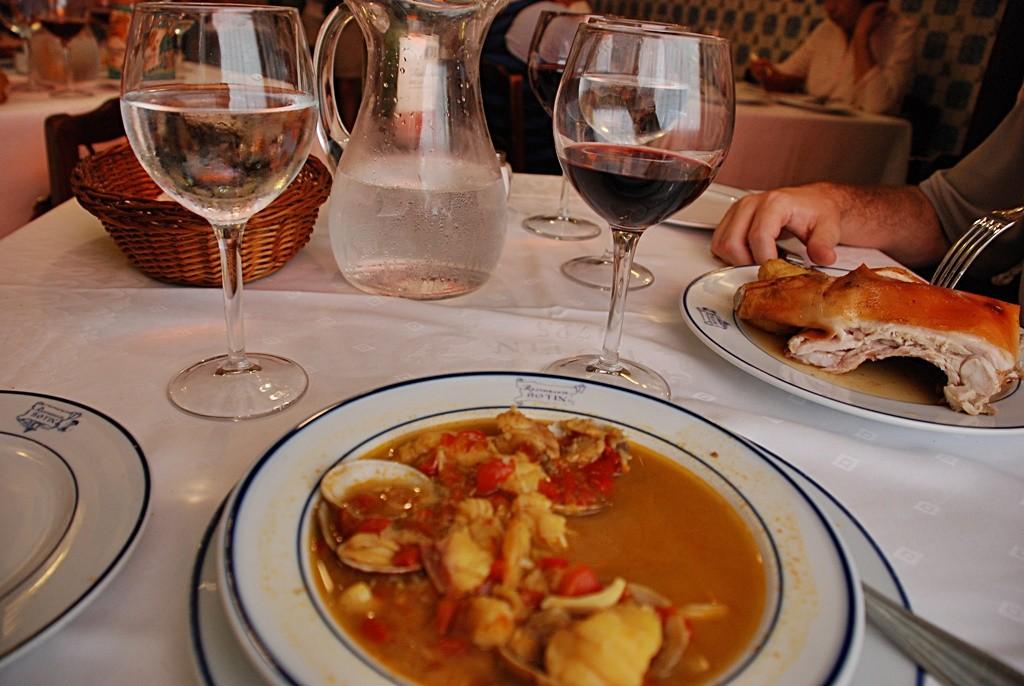 Stew, suckling pig and wine at Botín| © Erin Borrini/Flickr