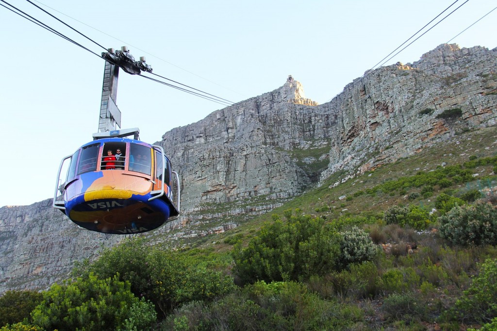 Cable car ascending Table Mountain © Pixabay