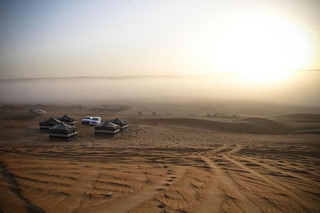 Desert campsite in Omani sands | © Marc Veraart / Flickr