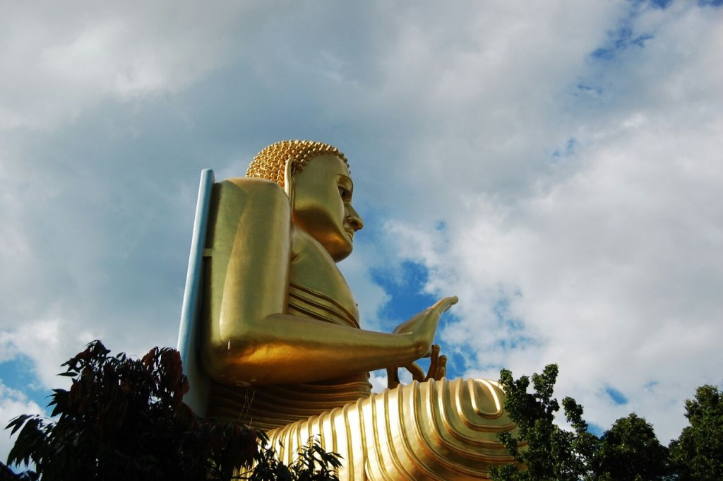The golden Buddha statue, just downhill from the cave temple. | © Avindi Perera