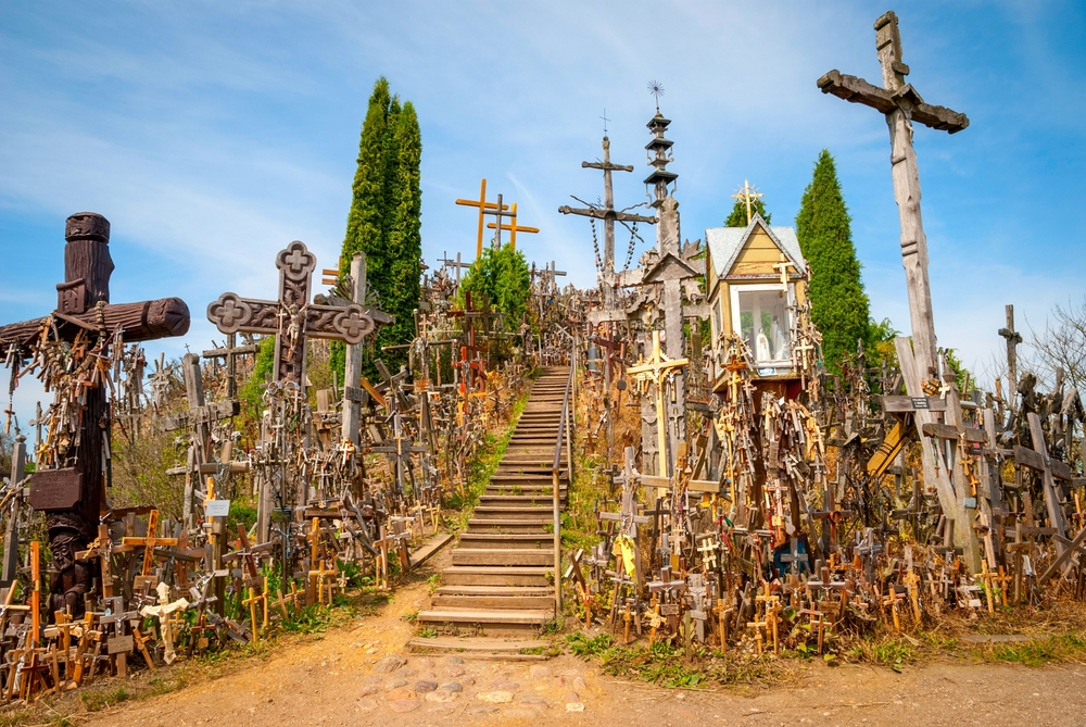 Hill of Crosses| ©dinozzaver/Shutterstock